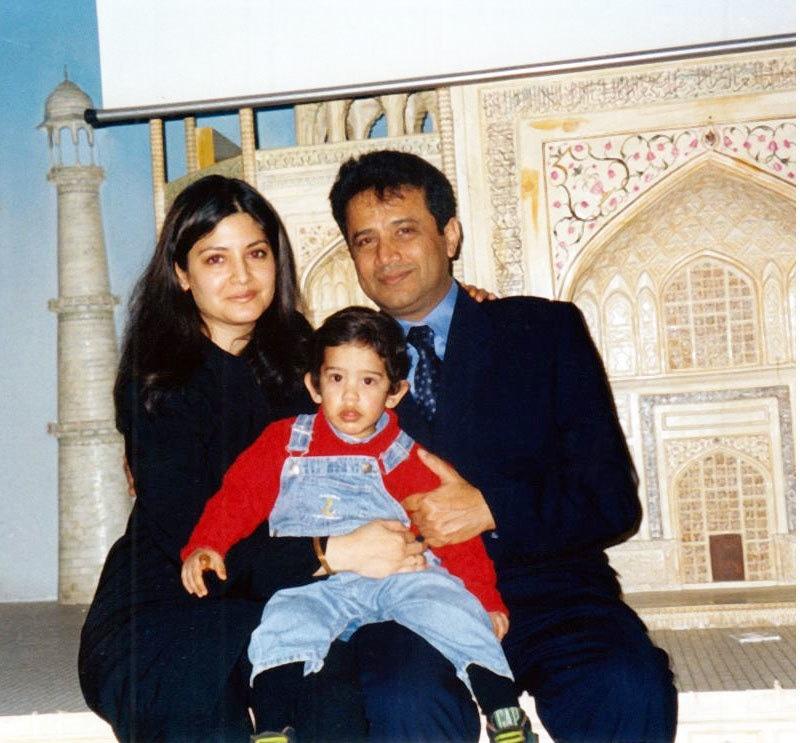نازیہ حسن اور اشتیاق بیگ نے 1995 میں شادی کی تھی،انہیں ایک بیٹا بھی ہے—فائل فوٹو: فیس بک