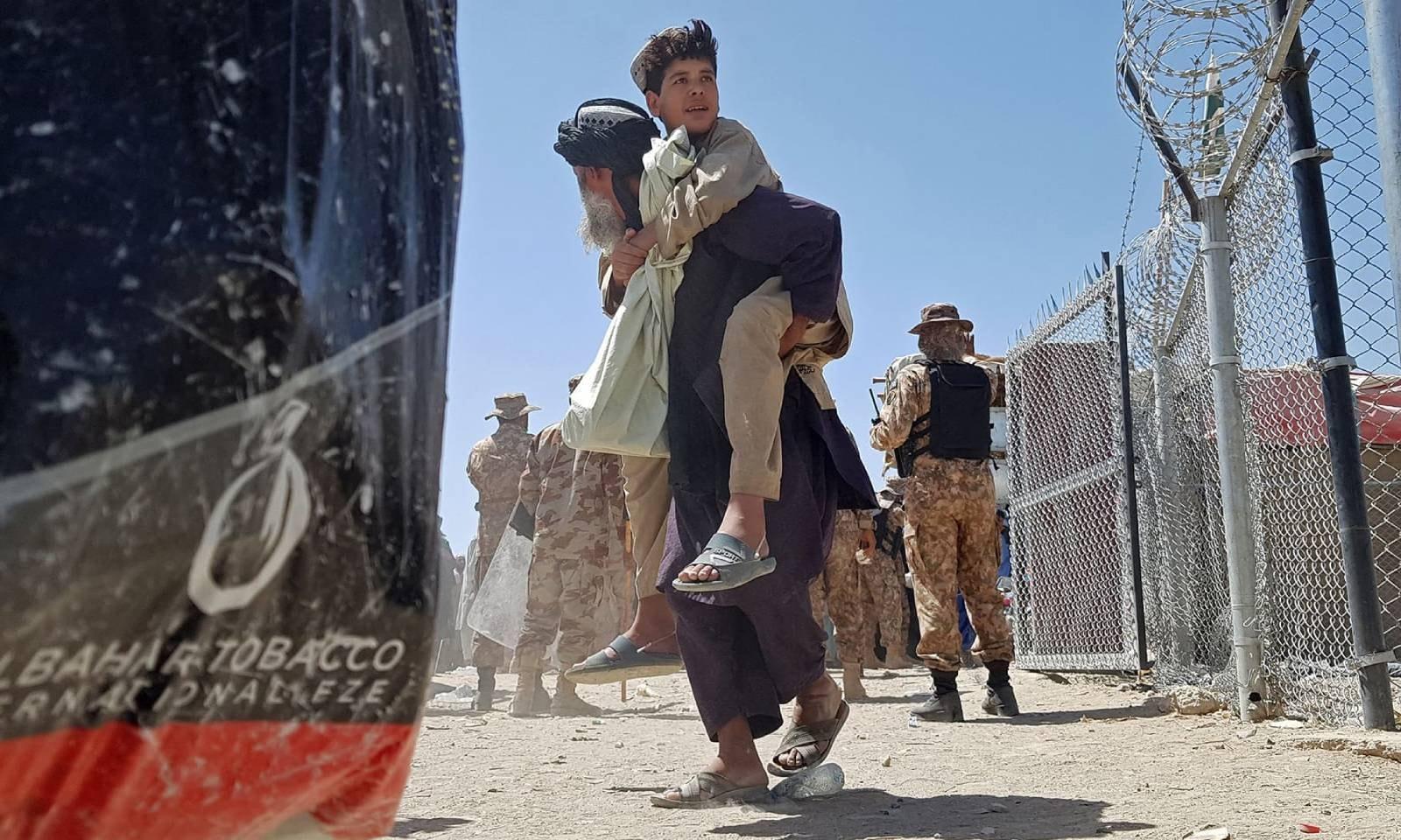 طالبان کے قبضے کے بعد کابل میں ایک نیا انسانی بحران پیدا ہوگیا ہے —فوٹو: اے ایف پی