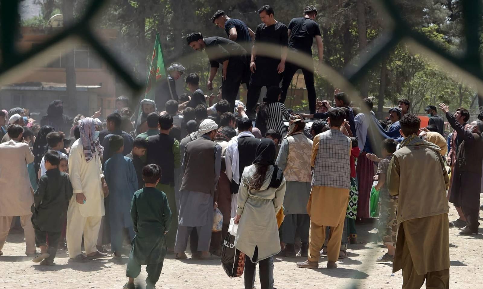 طالبان نے ملک کے دو تہائی حصے پر قبضہ حاصل کرلیا ہے — فوٹو: اے ایف پی
