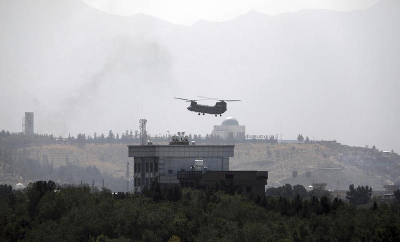 A US Chinook helicopter flies over the US Embassy in Kabul, Afghanistan on Sunday, Aug. 15, 2021. Helicopters are landing at the US Embassy in Kabul as diplomatic vehicles leave the compound amid the Taliban advance on the Afghan capital. — AP