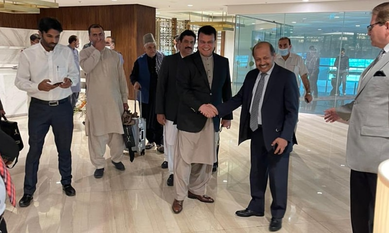 افغان وفد تین روزہ دورے پر پاکستان پہنچا ہے—فوٹو: پاکستانی سفیر منصور خان ٹوئٹر