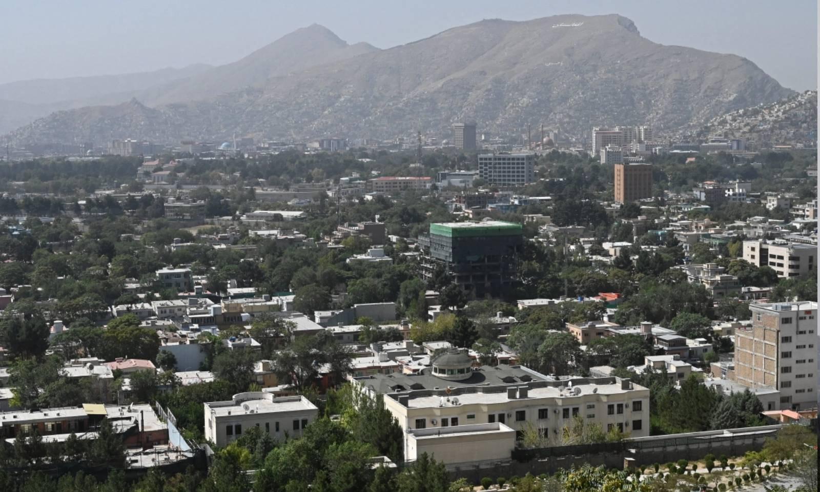 اشرف غنی کے ملک چھوڑ جانے کے بعد طالبان جنگجوؤں کو کابل میں داخلے کی اجازت دی گئی—فوٹو: اے ایف پی