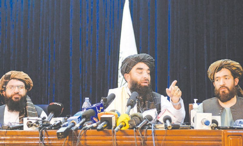 KABUL: Taliban spokesperson Zabihullah Mujahid (centre) gestures as he addresses the first press conference on Tuesday following the Taliban's takeover of Afghanistan.—AFP