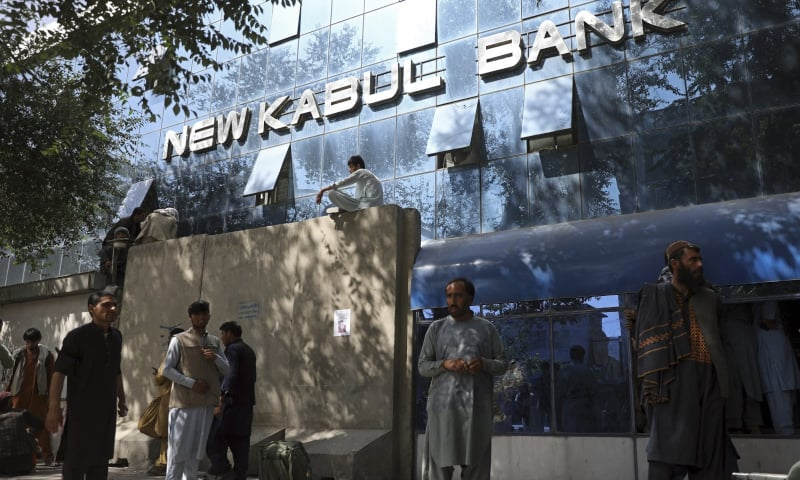 Afghans wait for hours to try to withdraw money, in front of Kabul Bank, in Kabul, Afghanistan on August 15, 2021. — AP
