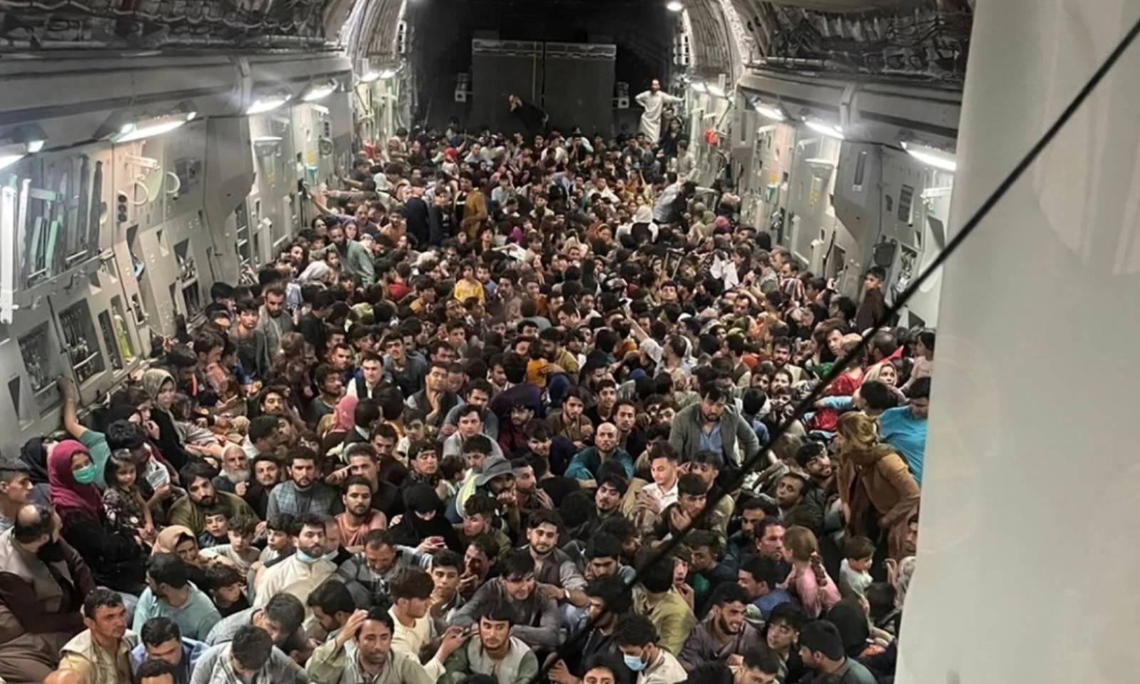 امریکی طیارے میں سوار 640 افراد کی تصویر سوشل میڈیا پر گردش کررہی ہے — فوٹو: رائٹرز