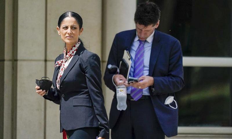آر کیلی کے وکلا نے عدالت میں پیش ہونے والوں سے جرح بھی کی—فوٹو: اے پی