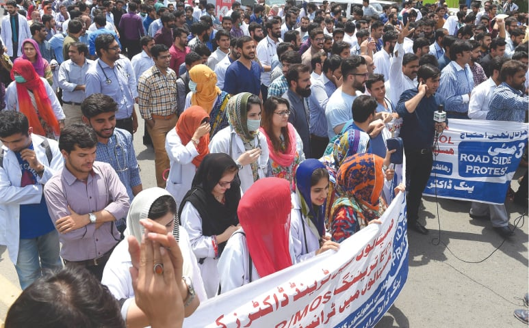 Young doctors protest on Jail Road in Lahore | Arif Ali/White Star
