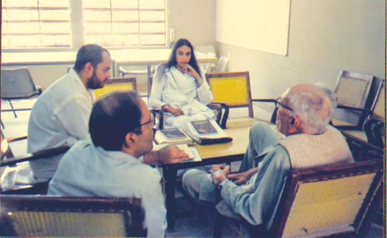 Perween in a meeting with OPP founder Akhtar Hameed Khan | Justice for Perween Rahman