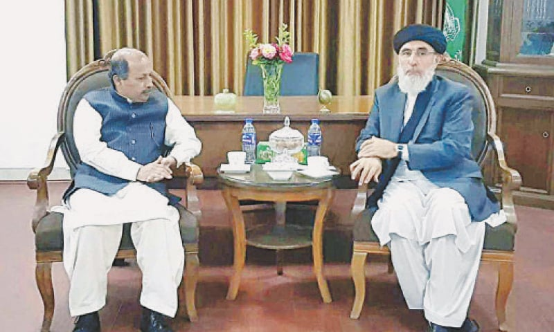 KABUL: Pakistan's Ambassador to Afghanistan Mansoor Ahmed Khan speaks to Hizb-i-Islami chief Gulbuddin Hekmatyar during a meeting at his office on Sunday. They discussed ongoing talks between the Taliban and different political groups for formation of new government in Afghanistan.—APP
