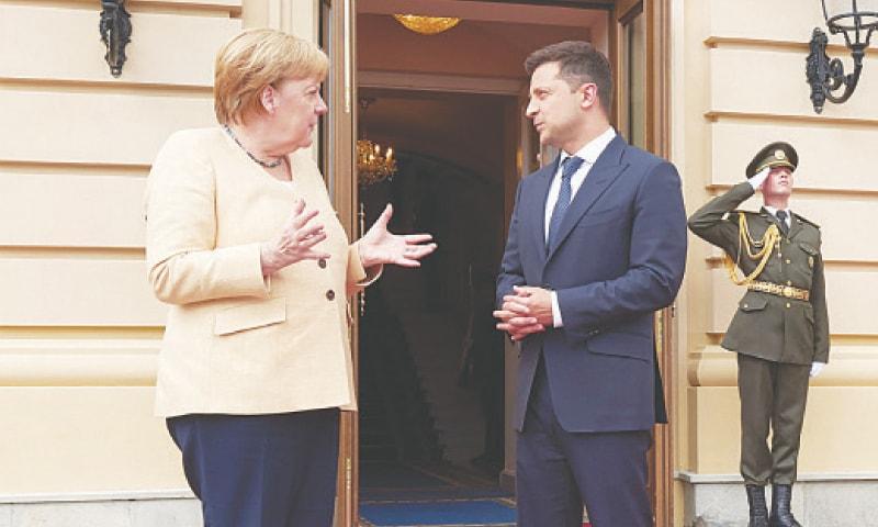 GERMAN Chancellor Angela Merkel talks to Ukrainian President Volodymyr Zelensky.—AP