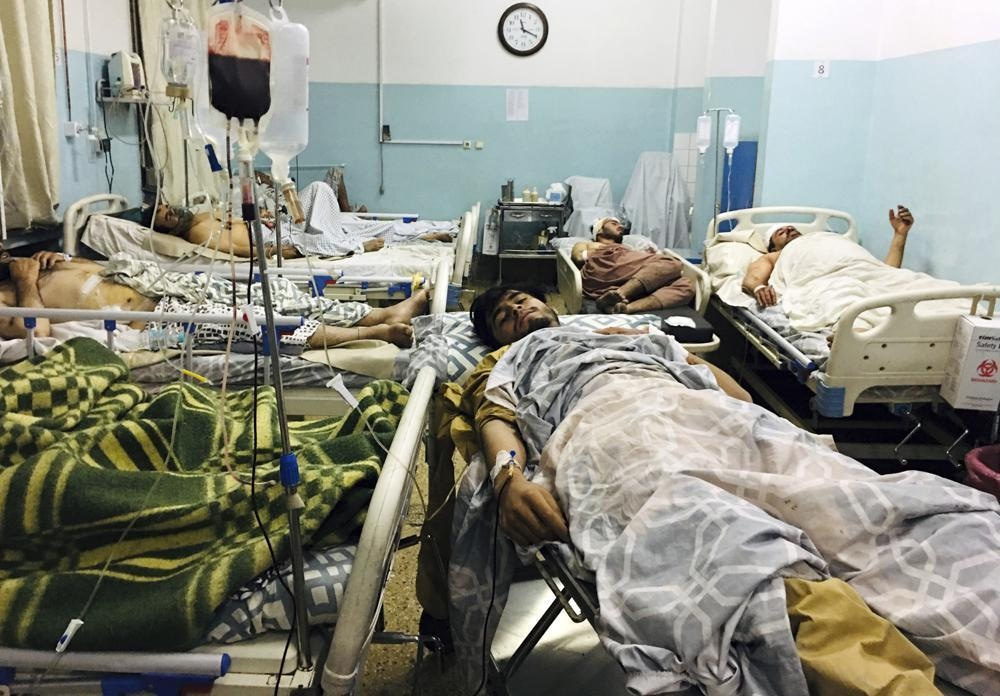 کابل ایئرپورٹ کے باہر دو دھماکوں میں 13 امریکی فوجیوں سمیت 85 افراد ہلاک
