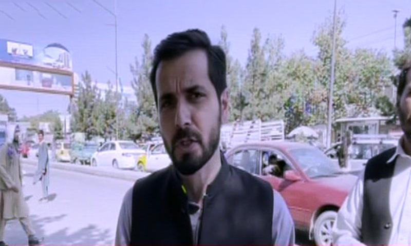 ڈان نیوز کے اینکر عادل شاہ زیب ان دنوں افغانستان میں ہیں— فوٹو: اسکرین شاٹ