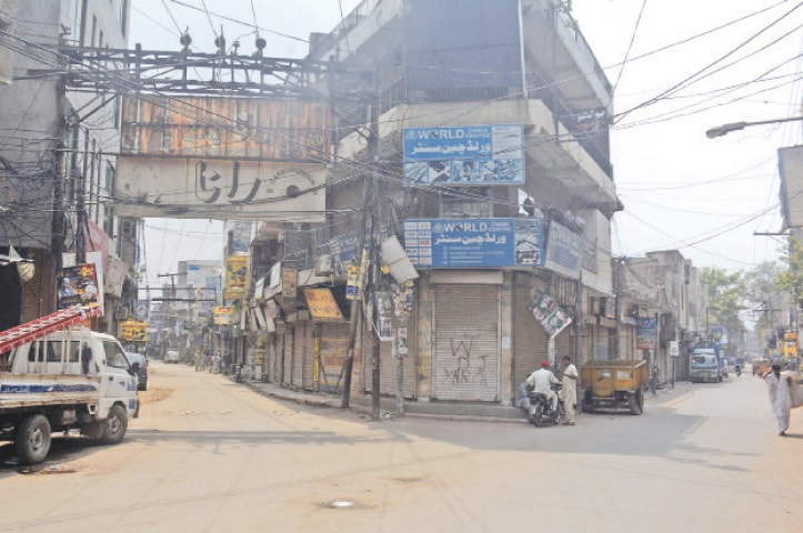 LAHORE: Shops at a market are closed on Saturday during a weekly smart lockdown aimed at controlling Covid-19.—Online