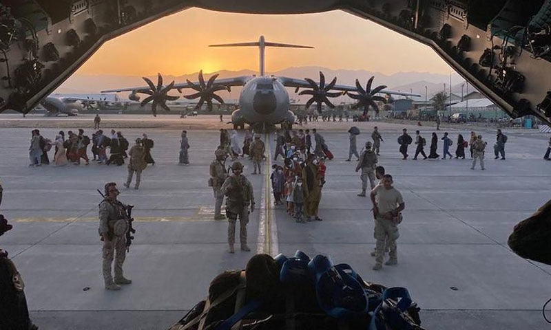 کابل: امریکی انخلا حتمی مرحلے میں، طالبان ایئرپورٹ کا کنٹرول سنبھالنے کیلئے تیار