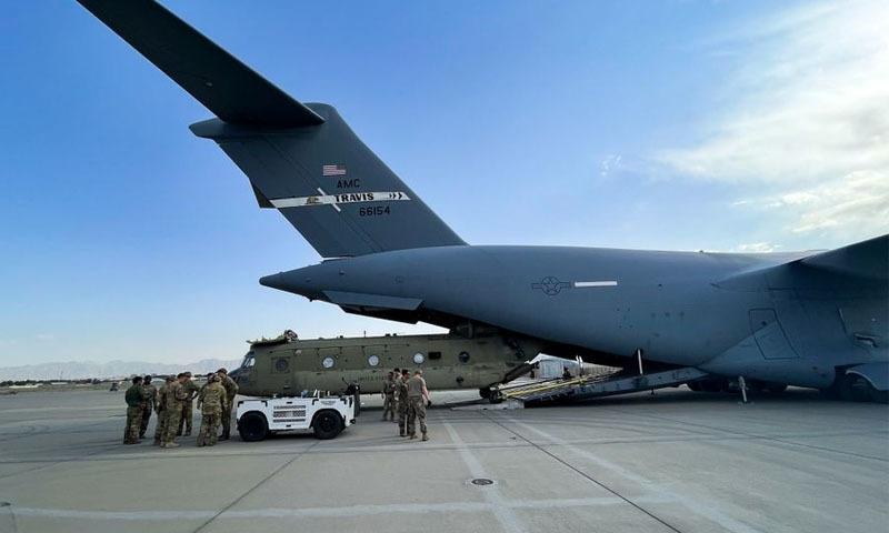 امریکی افواج نے کابل ایئرپورٹ چھوڑنے سے قبل فوجی ساز و سامان ناکارہ بنادیا