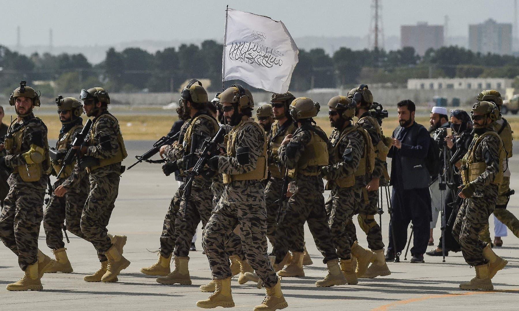 کابل ایئرپورٹ پر موجود طالبان بدری اسپیشل فورس کے اہلکار—اے ایف پی