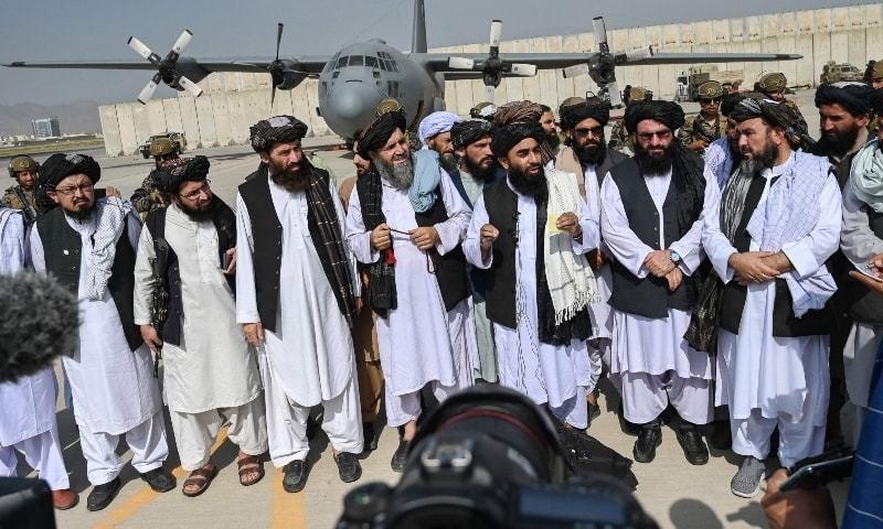 امریکا اور اس کے اتحادی کابل سے ایک لاکھ 22 ہزار سے زائد افراد کو نکالنے میں کامیاب رہے—فوٹو: اے ایف پی