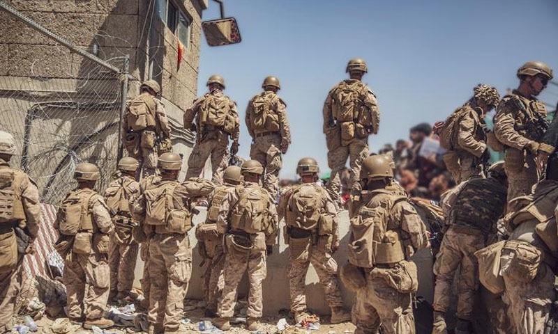 سال 2011 میں افغانستان میں ایک لاکھ سے زائد امریکی فوجی موجود تھے—تصویر: رائٹرز