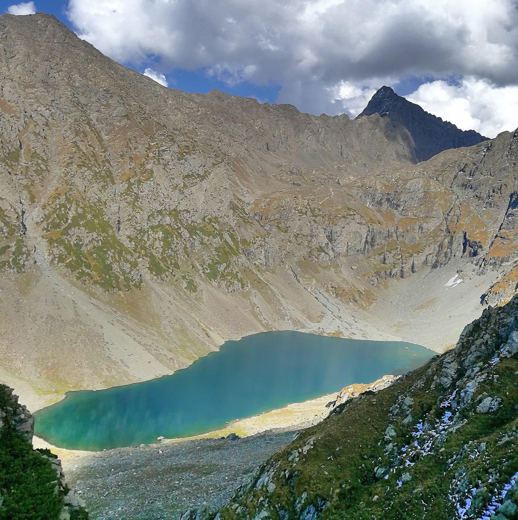 بلندی سے شٹاک جھیل کا ایک منظر—محمد بقہ شیخ