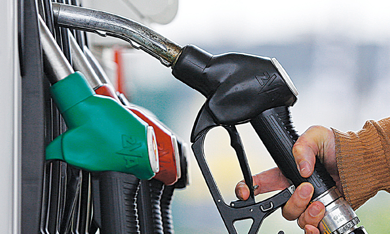 Petrol pumps refused to sell oil to unvaccinated people in Quetta. — Reuters/File