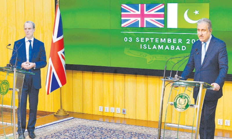 ISLAMABAD: Foreign Minister Shah Mahmood Qureshi and Dominic Raab, Secretary of State for Foreign, Commonwealth and Development Affairs of the United Kingdom, addressing a press conference on Friday. —Tanveer Shahzad / White Star