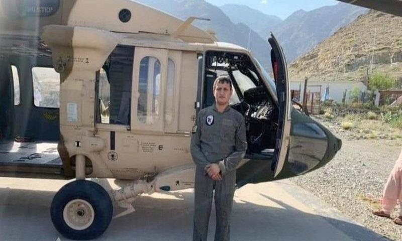 ادریس مومند طالبان کے کنٹرول کے بعد ہیلی کاپٹر کو کنڑ صوبہ لے گئے تھے—فوٹو: ٹوئٹر