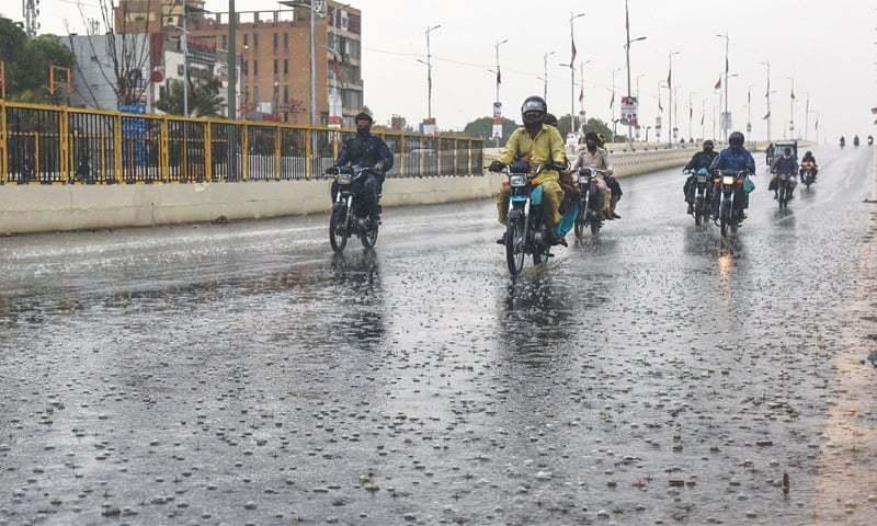 کراچی میں آج  سے گرج چمک اور وقفے وقفے سے بارش کا امکان ہے—فائل فوٹو: وائٹ اسٹار