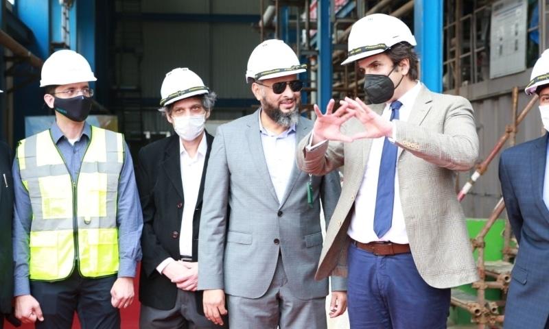 Industries and Production Minister Makhdum Khusro Bakhtiar reviews progress on KE's Bin Qasim Power Station 3 project. — Photo courtesy: KE Twitter