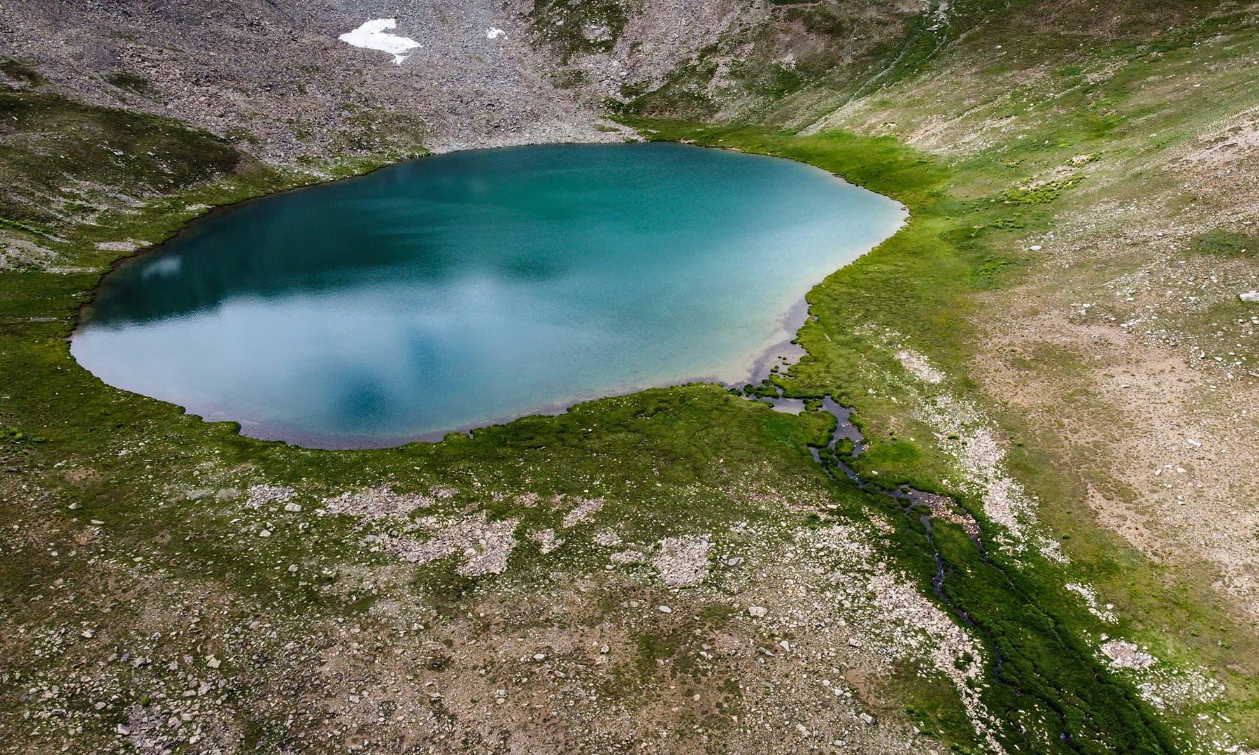 جھیل 14 ہزار فٹ کی بلندی پر واقع ہے