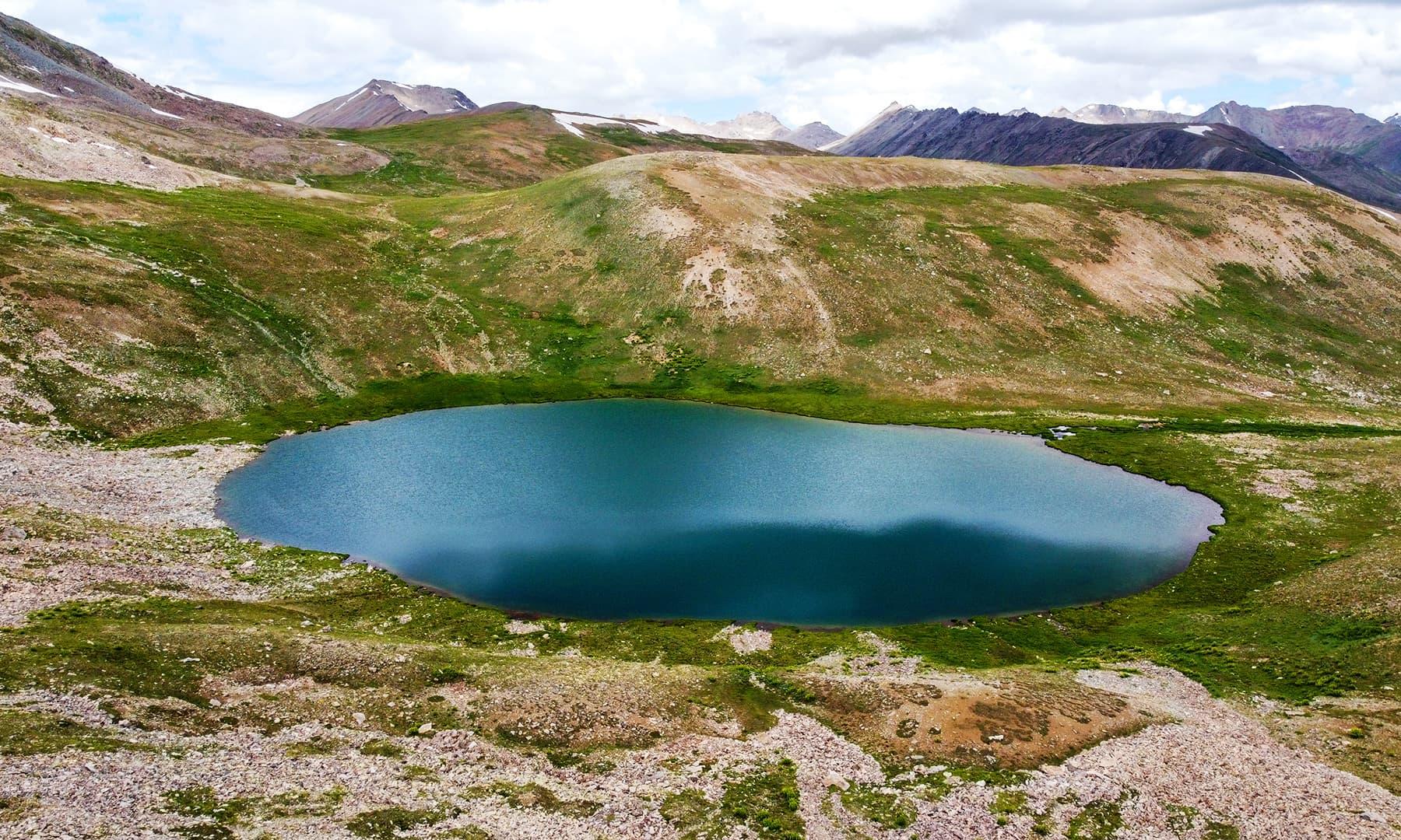 دیوسائی کے خوبصورت پہاڑ اور کسارا جھیل