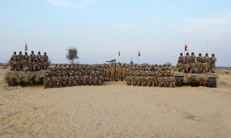 Pakistan Army troops train in the desert. — Photo: ISPR/File