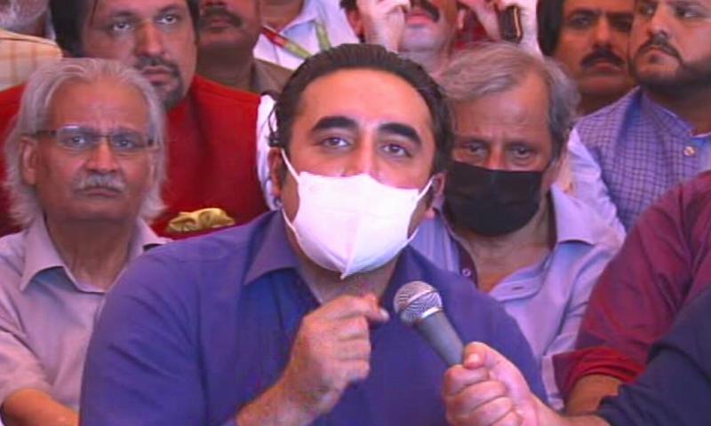 PPP Chairperson Bilawal Bhutto-Zardari speaks at the journalist sit-in. — DawnNewsTV
