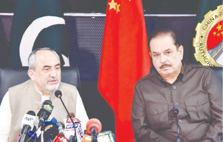 ISLAMABAD: Khalid Mansoor, Special Assistant to Prime Minister on CPEC Affairs, is addressing a press conference on Monday.—White Star