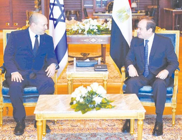 EGYPTIAN President Abdel Fattah al Sisi (right) meets Israeli Prime Minister Naftali Bennett in Sharm El Sheikh.—AFP