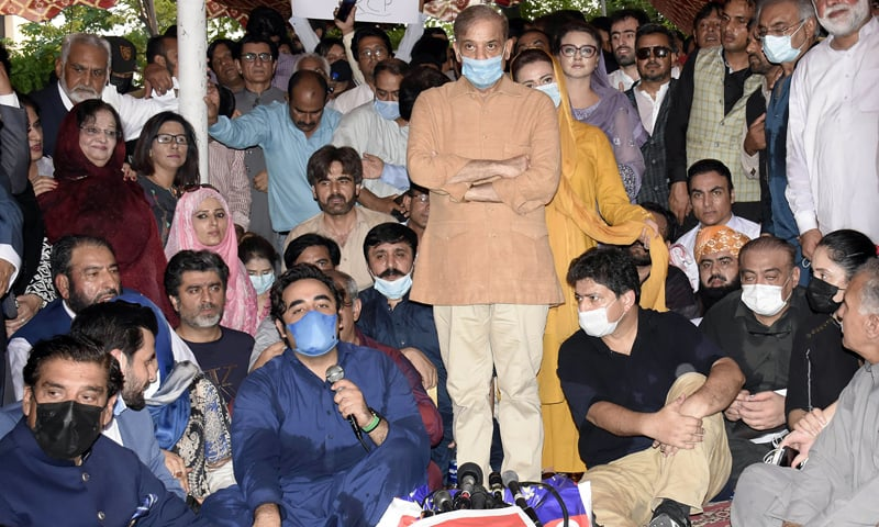 PPP Chairperson Bilawal Bhutto-Zardari, PML-N President Shehbaz Sharif and other politicians participate in a sit-in staged by journalists outside the Parliament House in Islamabad on Monday. — Online