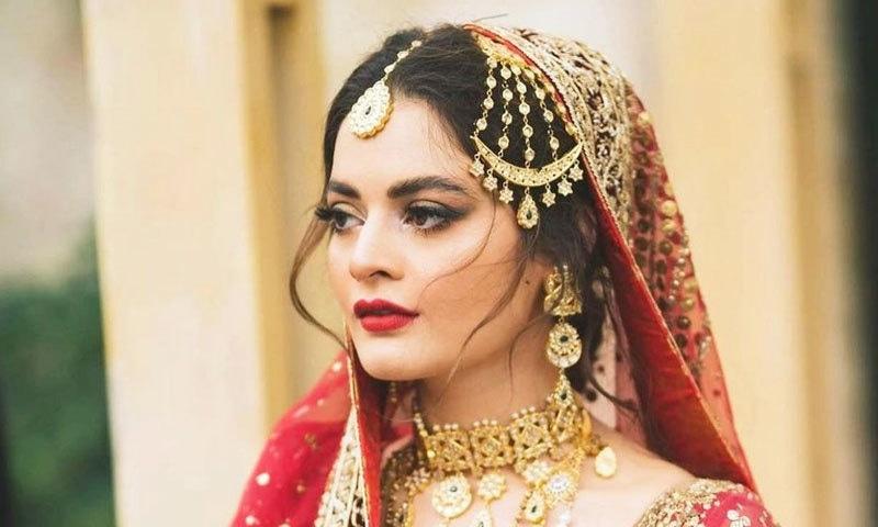 منال خان نے انس ابرار کا تیار کردہ سرخ رنگ کا عروسی لباس پہنا تھا—فوٹو: انس ابرار انسٹاگرام