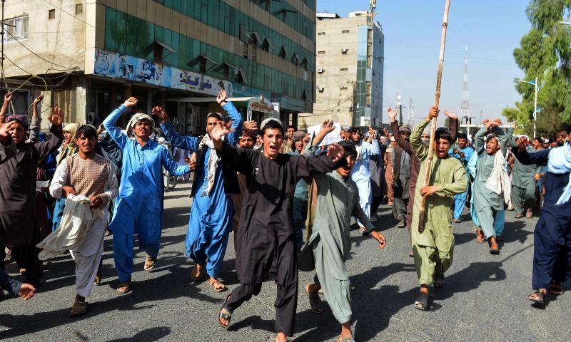 سابق حکومتی عہدیدار کے مطابق طالبان نے قندھار میں آرمی کالونی کے 3 ہزار خاندانوں کو کالونی چھوڑنے کا کہا ہے۔ - فوٹو:اے ایف پی