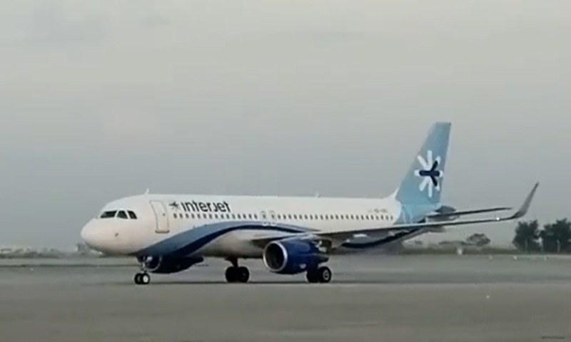 پی آئی اے کے ترجمان کے مطابق دوسرے طیارے کی ایک دو ہفتوں میں آمد متوقع ہے — فوٹو: پی آئی اے ٹوئٹر اکاؤنٹ