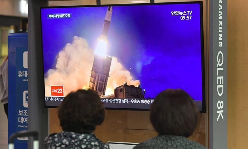 شمالی کوریا کے میزائل جو جزیرہ نما کوریا اور جاپان کے درمیان پانی میں گرے، جنوبی کوریا - فائل فوٹو:اے ایف پی