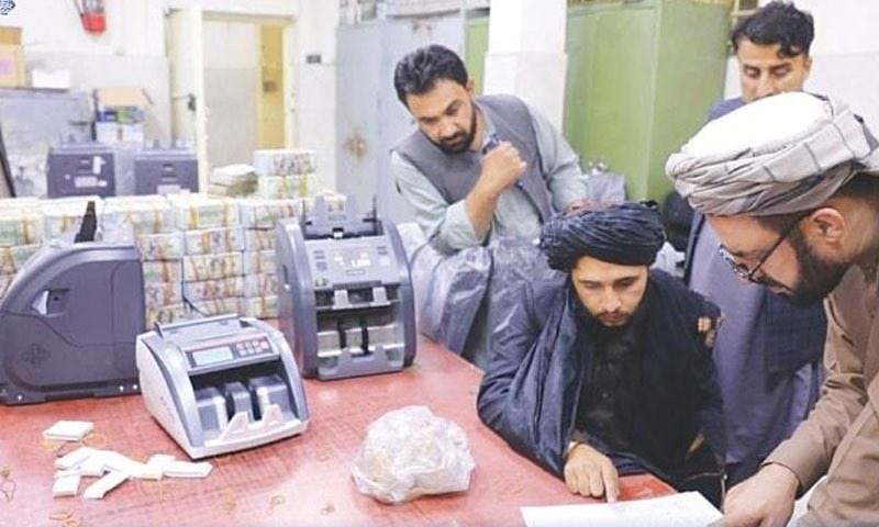 گزشتہ دہائی کے دوران افغان معاشرے کو کسی بڑی تبدیلی کے لیے تیار نہیں کیا جاسکا—رائٹرز
