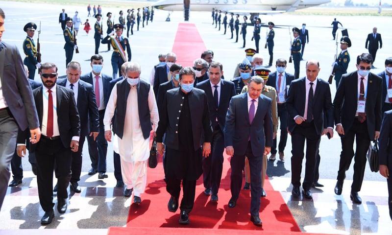 PM Imran Khan was received by Tajik PM Kokhir Rasulzoda at Dushanbe airport on Thursday. — PMO Twitter