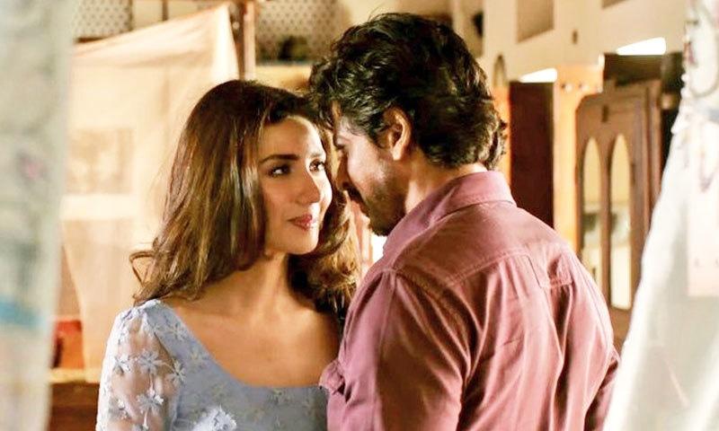 رئیس کو 2017 میں ریلیز کیا گیا تھا، ماہرہ نے شاہ رخ کی بیوی کا کردار نبھایا تھا—اسکرین شاٹ