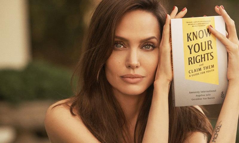 ایمنسٹی کے تعاون سے کتاب کو انجلینا جولی اور  گیرالڈن وین برن نے لکھا ہے—فوٹو: ایمنسٹی