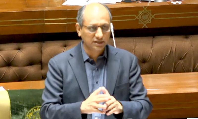 وزیر اطلاعات سندھ سعید غنی سندھ اسمبلی کے اجلاس میں خطاب کر رہے ہیں - فوٹو:ڈان نیوز