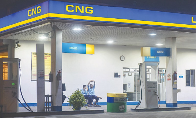 A CNG station in Karachi looks deserted on Saturday night, apparently because of high price of CNG compared to that of petrol. — Fahim Siddiqi / White Star