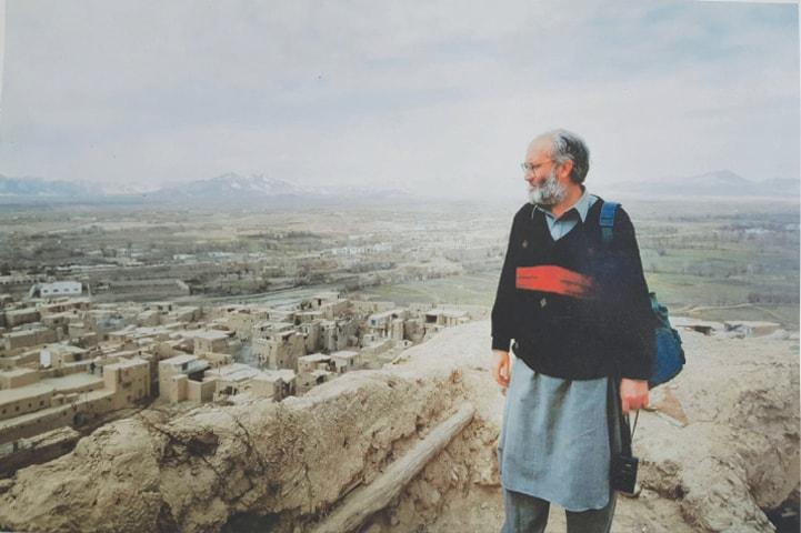 Rahimullah Yusufzai in Ghazni, Afghanistan in 1996   Facebook