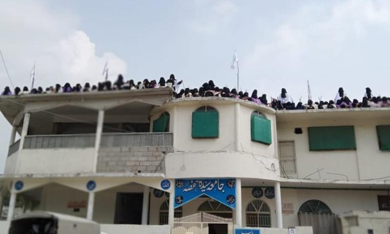 انہوں نے مزید کہا کہ مدرسے کے طلبہ اور اساتذہ نے پولیس کو چیلنج کیا اور انہیں طعنے دیے—بشکریہ ٹوئٹر