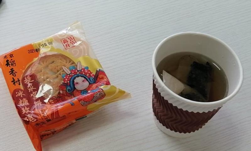 مون کیک اور چائے