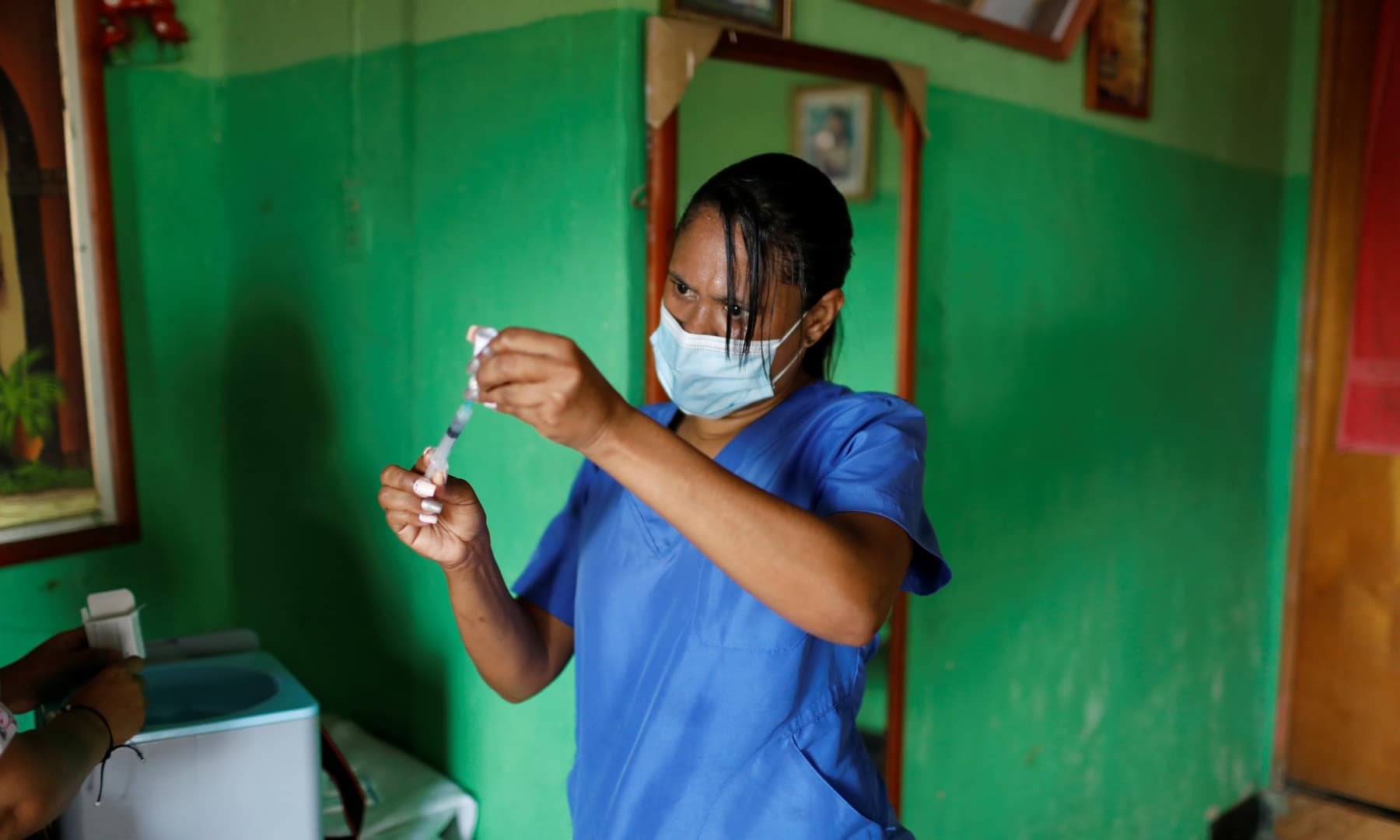 A nurse prepares a dose of the Sinopharm vaccine against the coronavirus as healthcare workers go from door to door to inoculate the elderly and people with disabilities, in Caracas, Venezuela, on September 18, 2021. — Reuters