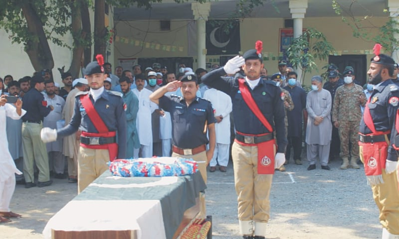 KOHAT: A salute is being presented to the martyred policeman.—Dawn